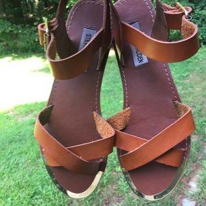 STEVE MADDEN Bayley Cognac Metallic Trim Sandals